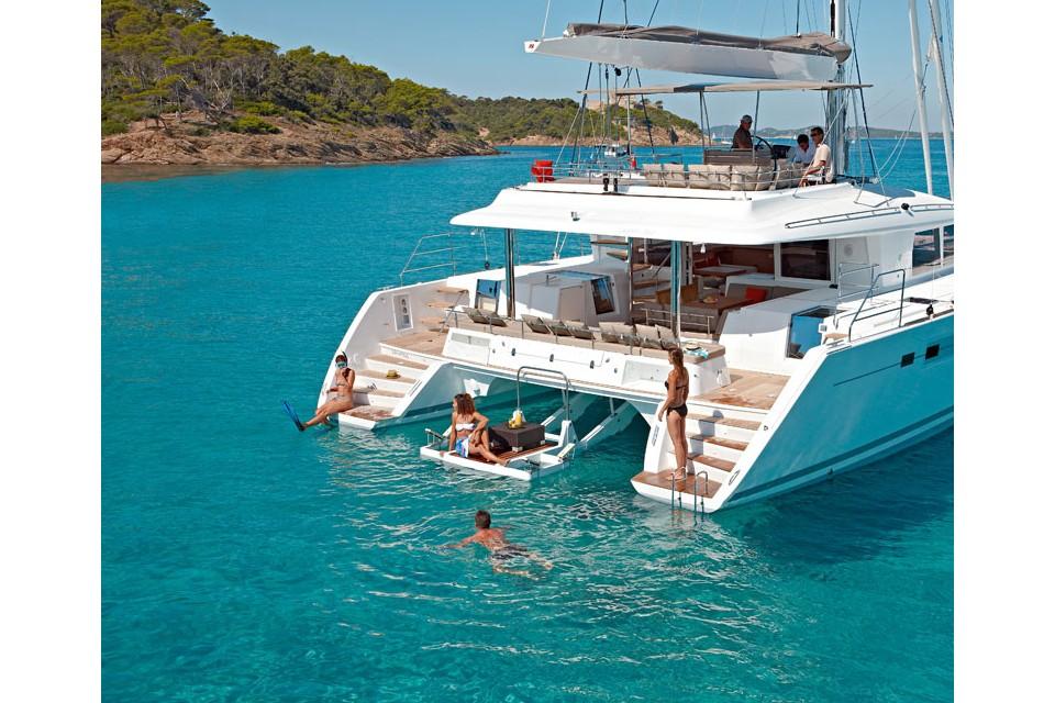 Луксозни плавания с катамарани